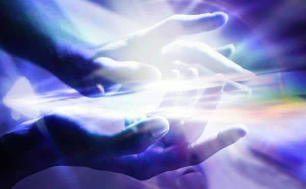 cum-se-trimite-energia-vindecatoare