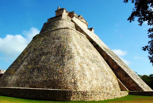 Uxmal_Piramida_Magicianului