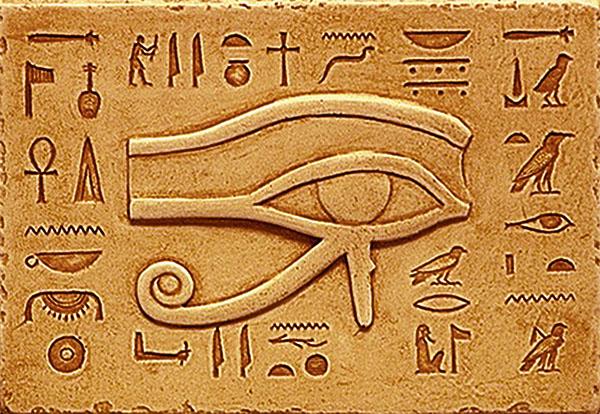 horus-ra-simbol-al-domniei-si-dreptatii-gravat-in-piatra