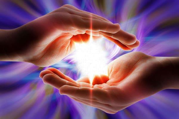 secretul-energiei-vindecatoare-reiki-palmele