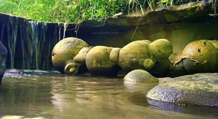 pietrele-rotunde-care-ies-din-munti-trovanti
