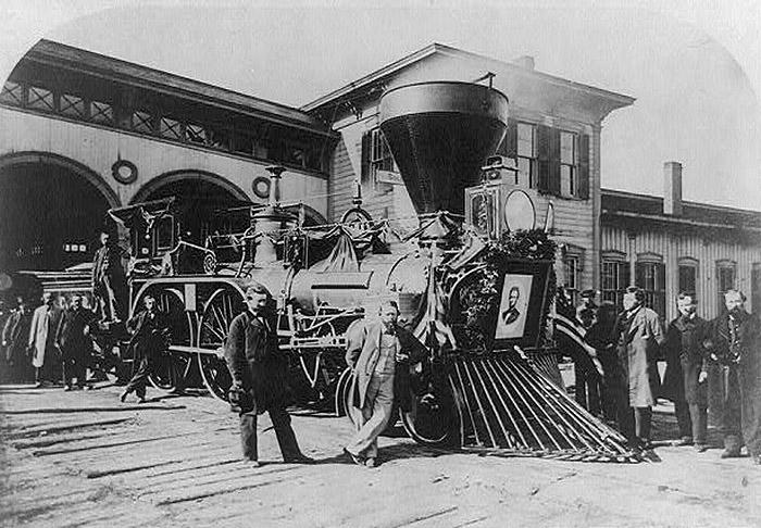 trenul-fantoma-abraham-lincoln