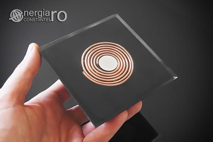 Piramida-Orgonica-Orgon-Energetica-Magnetic-Magnetica-Cenusa-Vulcanica-Turmalina-Aur-Spirala-Cupru-Magnet-Neodim-ORG054-03
