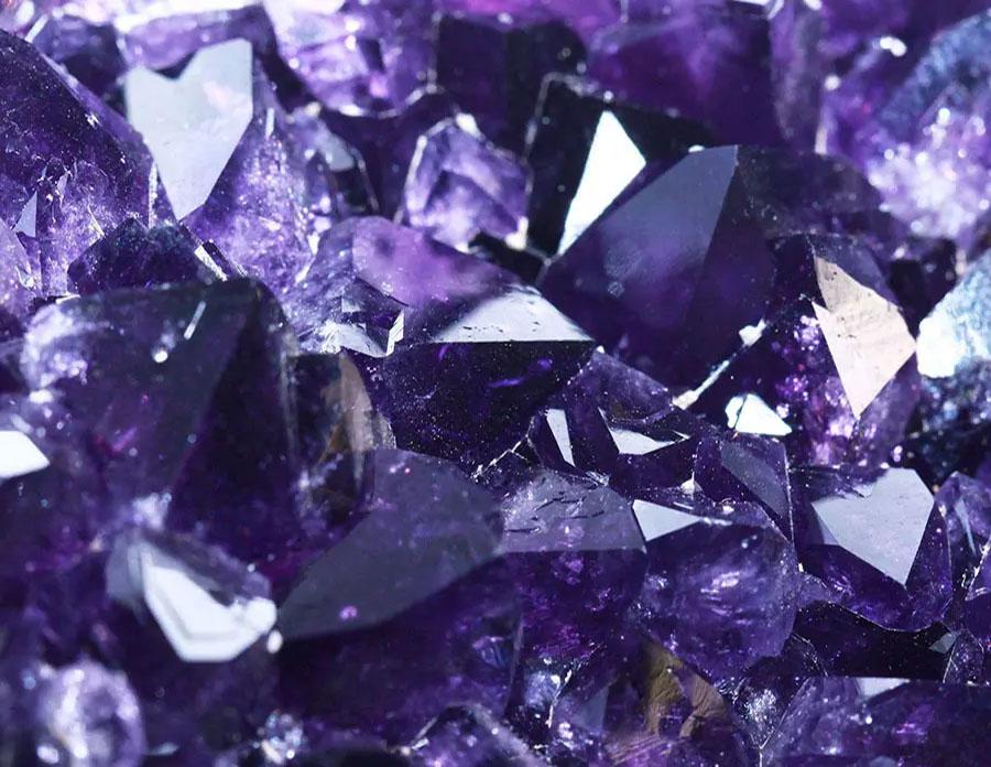 cristalul-de-cuart-ametist-origine-proprietati-beneficii