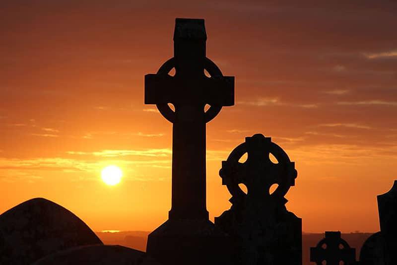 crucea-celtica-origine-simbolistica-semnificatie-beneficii-00