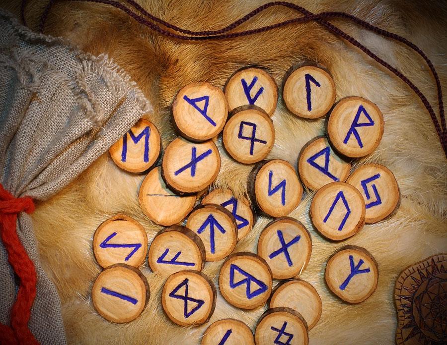 ce-semnifica-sau-simbolizeaza-runele-celtice