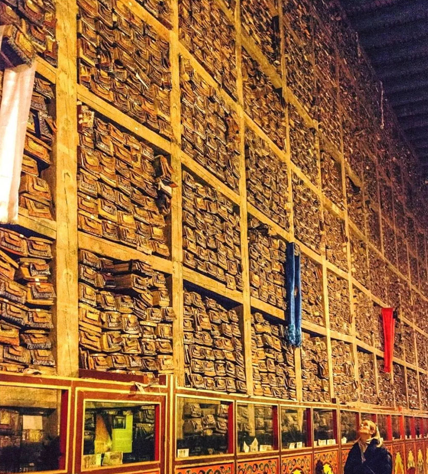 biblioteca-de-manuscrise-din-tibet-01